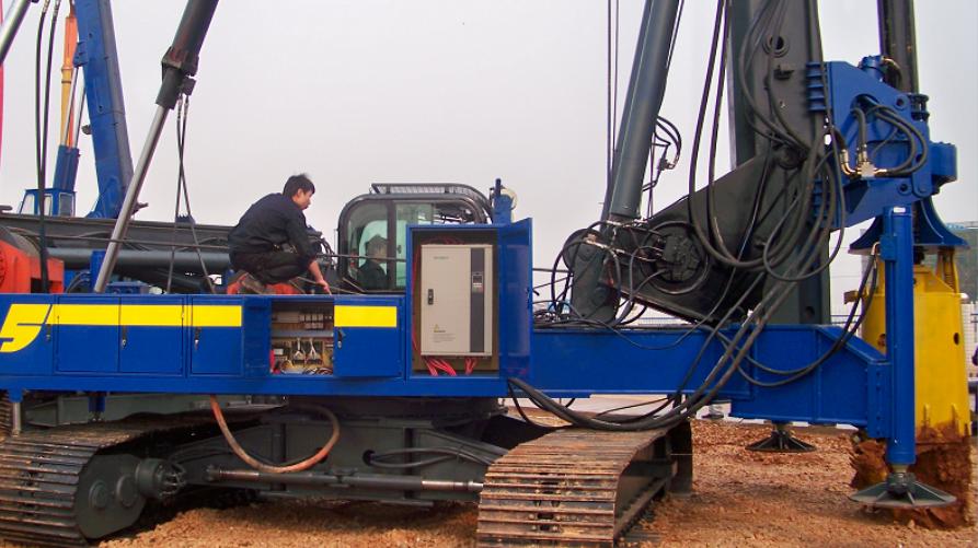 MV300在多功能电旋挖钻机上的应用